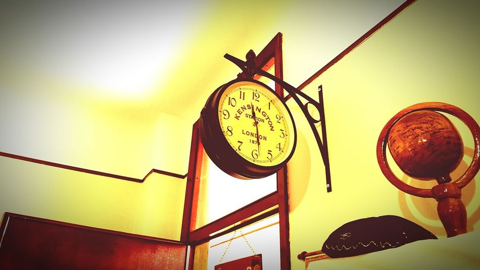 Learn & Shoot: Balancing Elements My House My Studio Vintage Photo Vintage Style 🌳 Station Clock