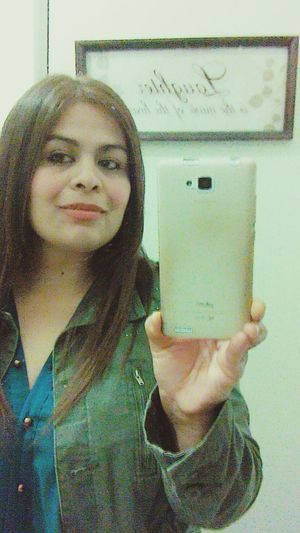 Jacket Green Red Lips ❤ Smile ♥ For You.... My Love Brown Hair ♡I Am Perfectly Imperfect ♡ Beautiful Mexican Woman Mexican Woman,me,my Pic Of Day