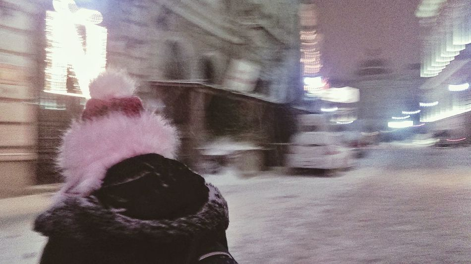 It's Cold Outside Winterinthecity Snow Redhat CityWalk Hanging Out Snapshots Of Life Streetphotography City Lights
