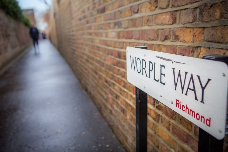 Worple Way Bikepath Cycling Cycle Path Everyday Lives Alleyway LONDON❤ London City Life Getting Around Urban Bike Path Sign Commuting Alley Bike Brick Wall Richmond