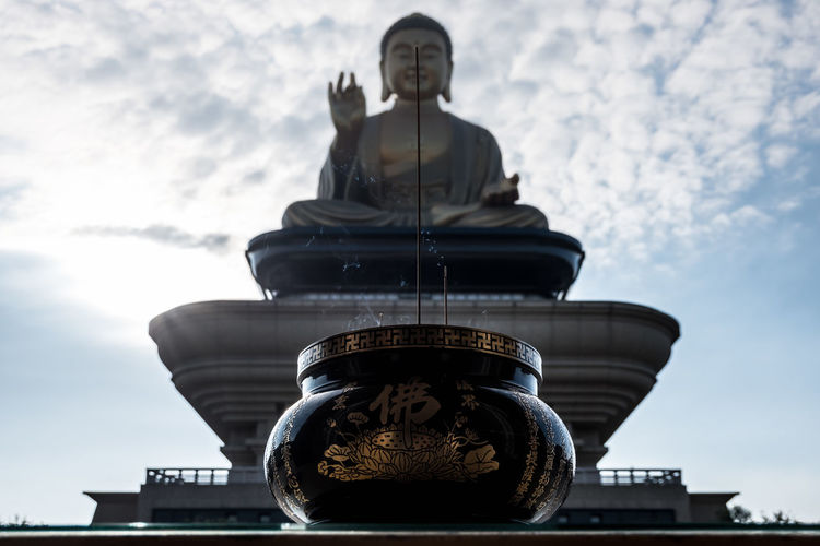 Incense bowl and Giant Buddha Statue at Fo Guang Shan Temple in Kaohsiung, Taiwan. Big Buddha Buddha Buddha Image Buddha Temple Buddhist Giant Kaohsiung Kaohsiung, Taiwan Meditation Religion And Tradition Sunlight Taiwan Tradition Buddha Head Buddha Statue Buddhism Buddhist Temple Chinese Culture Culture Fo Guang Shan Giant Buddha Incense Incense Sticks Peaceful Religion