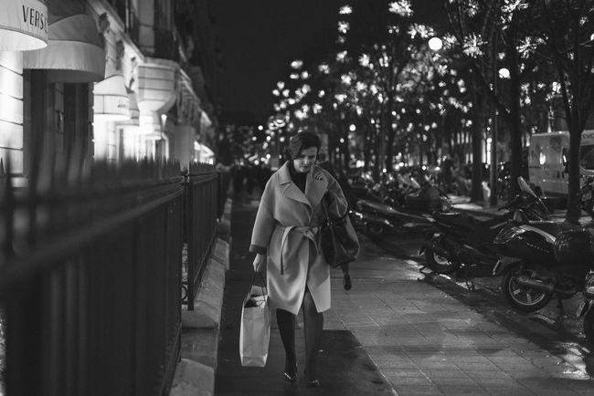 Avenue Montaigne  B&w Street Photography Blackandwhite City Life Monochrome Nightphotography Nikon D750 Nikonphotography Rain