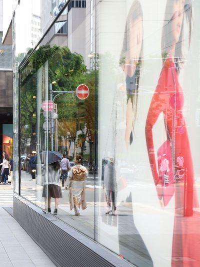 Enjoying Life Kobe-shi,Japan TOWNSCAPE Streetphotography Canon5Dmk3 Separation Taking Photos Kimono l Women Who Inspire You Reflection Window Reflections The Street Photographer - 2016 EyeEm Awards