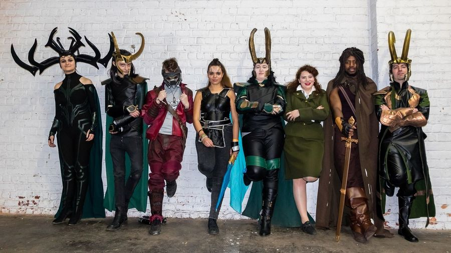 2018 Bruxelles Cosplay Heimdall Jason Quill Loki Marvel Comics Peggy Carter Comiccon Costumes Helado Portrait Standing Tour Et Taxis Valkyrie