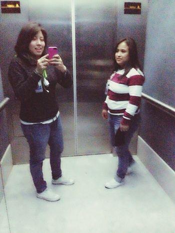 En el elevador sacando foto ja