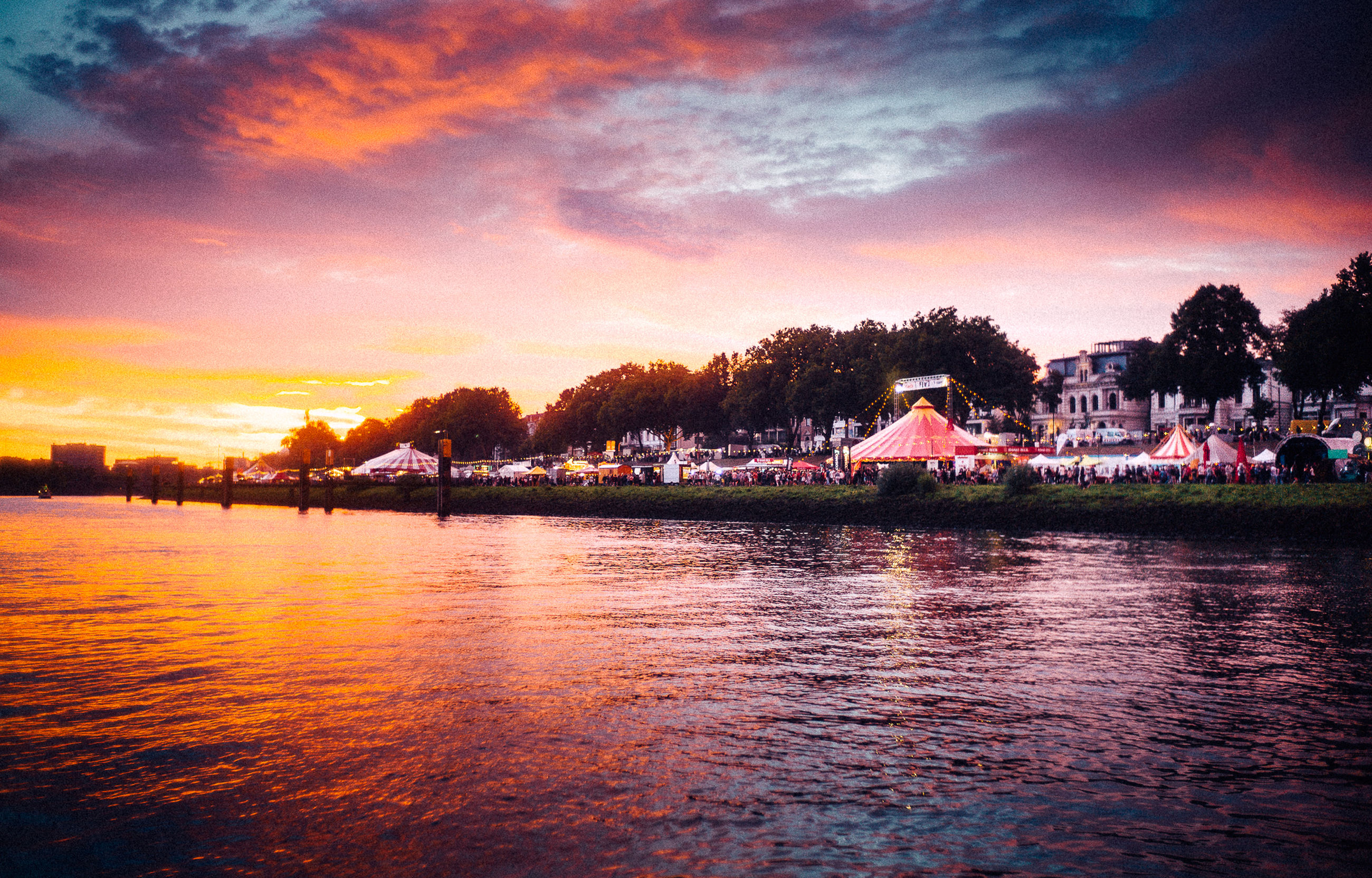 sky, water, cloud - sky, sunset, building exterior, architecture, waterfront, reflection, built structure, no people, tree, scenics - nature, beauty in nature, orange color, city, building, nature, tranquility, plant, outdoors