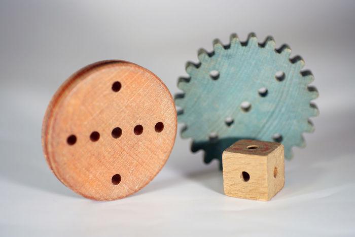 Holzspielzeug Holz Spielzeug Rund Zahnrad Scheibe EyeEm Selects White Background Studio Shot Close-up