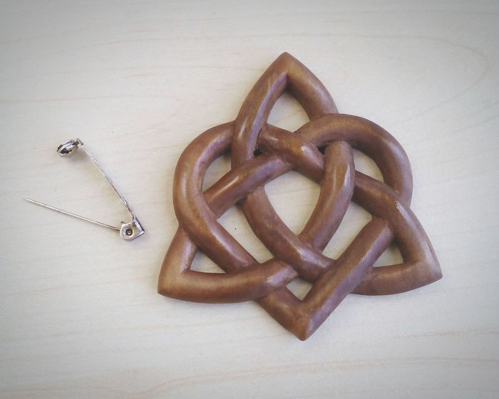 Wood brooch handcarved in pear tree Wood by Artisignis www.etsy.com/shop/ArtisIgnis Wood Art Check This Out Carving Handmade Celtic Triquetra Beautiful Colours.... Relaxing