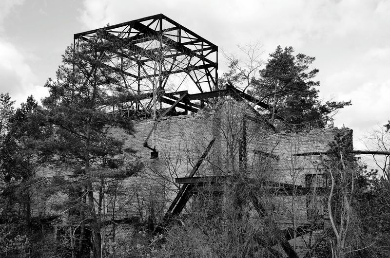 Lostplaces Lost Places Outdoors Architecture Nature No People Berlin Photography EyeEm Best Shots Bnw Bnw_friday_eyeemchallenge Noir Et Blanc Schwarz & Weiß Black & White Old Buildings Beautiful Nature Steel Structure  Steel Constraction Steel Iron - Metal Rost Quader Würfel  Bnw_dof Adventures In The City