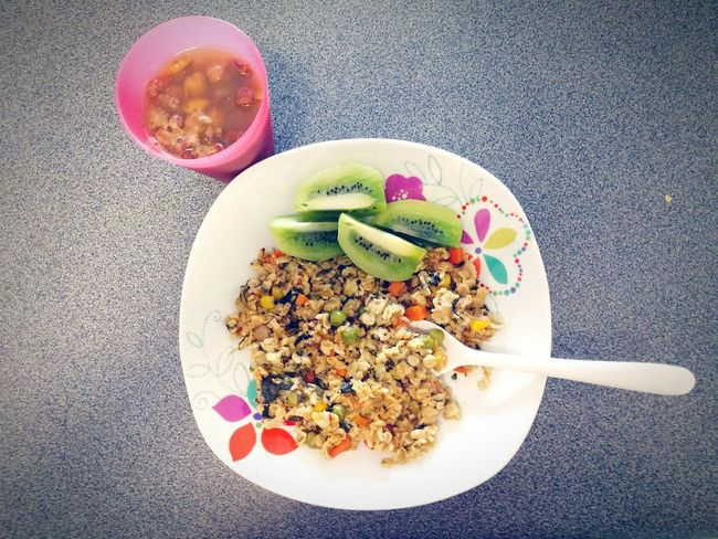 Breakfast : Rolled Oats Upma with Mixed Veggies and Kiwi Fruit plus Whole Pulses. Oats Healthy Healthy Eating CornCarrots Garlic Shallots Clarified Butter Butter Ghee Rajma Chana Chickpeas Spices Salt Recipe