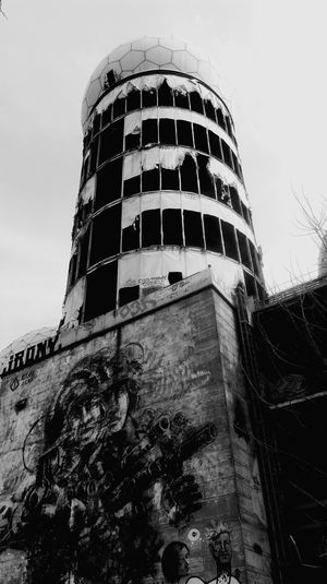 Teufelsbergberlin Teufelsberg Abhörstation Abhörstation Teufelsberg Abandoned Places Abandoned Buildings Black And White Photography Black And White Collection  EyeEm Gallery Grunewald Graffiti Graffiti Art Streetphoto_bw Wall Art Monitoring Station Cold War Cold War Relic