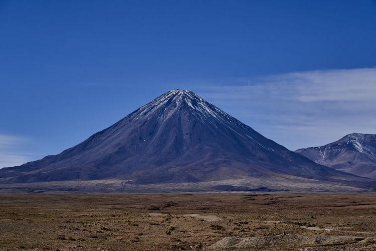Licancabur is a black stratovolcano on the border between bolivia and chile, altiplano