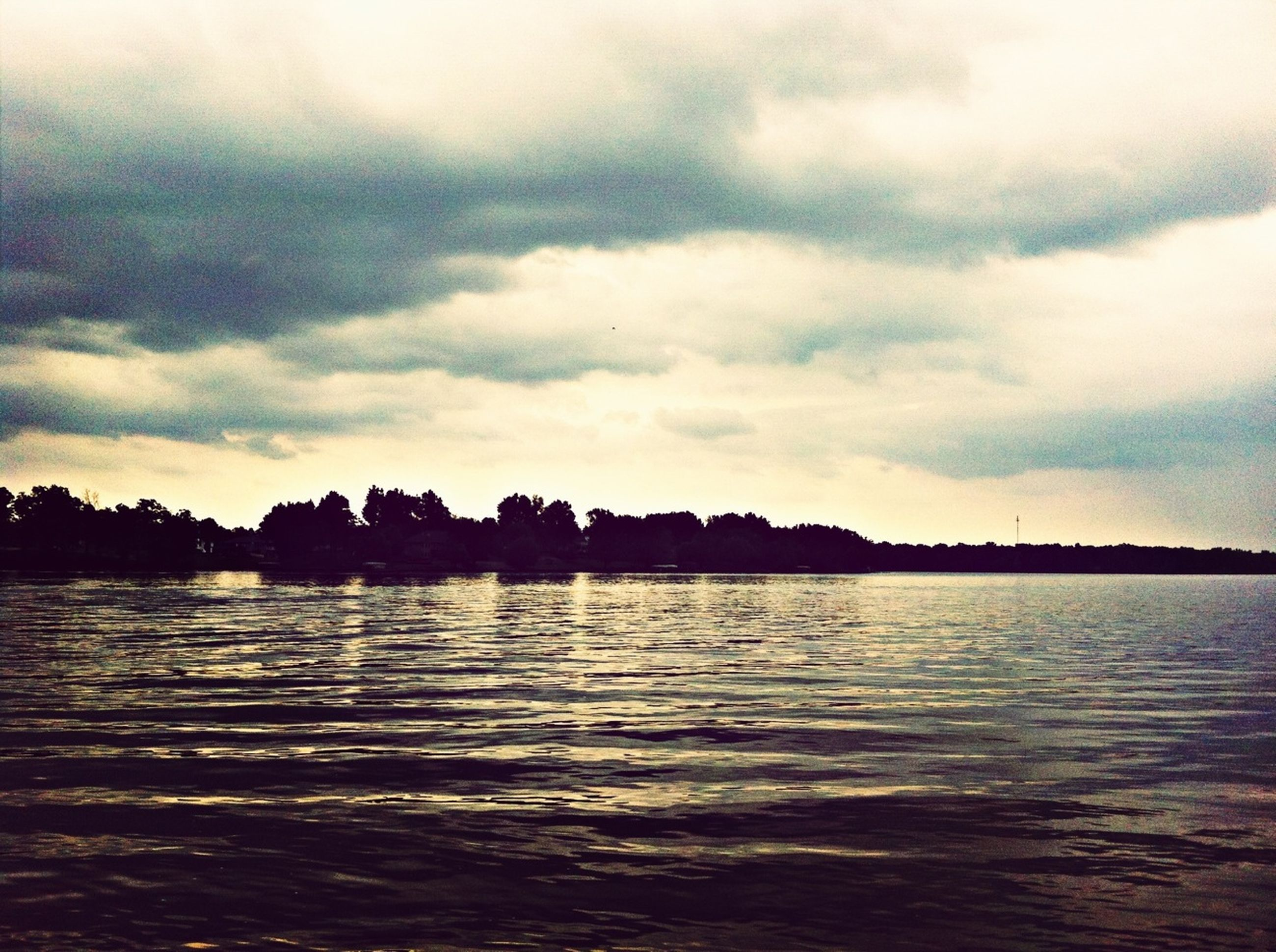 water, waterfront, sky, cloud - sky, silhouette, tranquil scene, tranquility, scenics, cloudy, cloud, beauty in nature, rippled, sea, nature, reflection, sunset, dusk, lake, idyllic, river