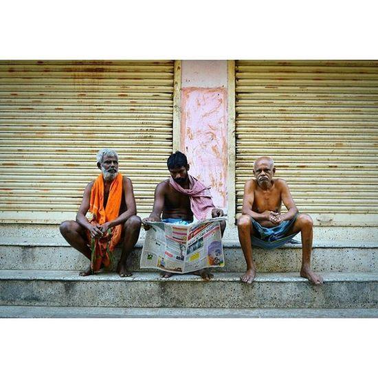 Mylapore scenes 1 Chennai Mychennai Sochennai Streetsofchennai Mylapore Photowalk Morning Scenes Framed Newspaper Streetsofindia Igramming_india Storiesofindia Nikon Nikkor D3200 18_55mm @nikonindiaofficial @streetsofchennai @streets.of.india @streetphotographyindia @stories.of.india @igramming_india @so.chennai