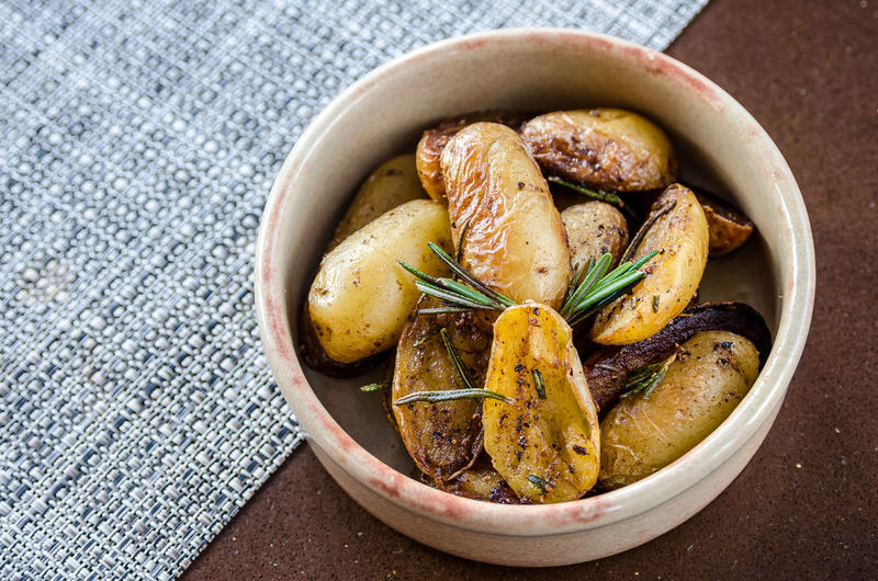 Meal Side Dish Bowl Dinner Food Food And Drink Foodphotography Freshness Garnish Gourmet Healthy Eating Indoors  No People Organic Plate Potato Prepared Potato Ready-to-eat Roasted Still Life Table Tabletop Vegetable Wellbeing Yummy