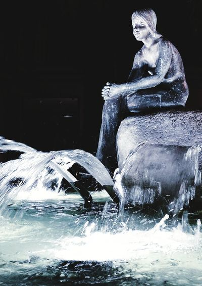 Fountain Fountain Square Water Splashing Statue Statue Sculpture Sculpture In The City Full Length Beauty Woman Statue Spraying Night Night Photography