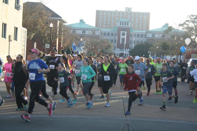 5k Run Built Structure City Life City Street Crowd Large Group Of People Leisure Activity Lifestyles Mixed Age Range Outdoors