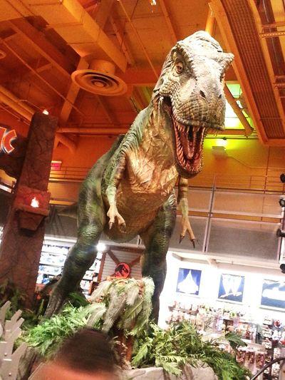 Jurassic Park New York City Toys R Us T Rex Dinosaur Animal Themes Mammal Statue Sculpture