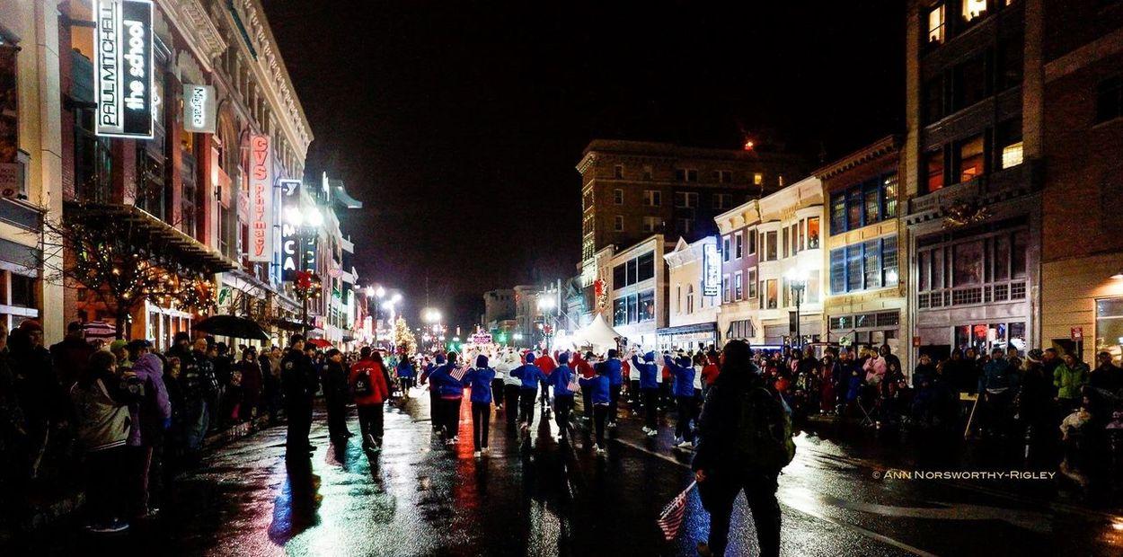 ©Ann Rigley IoLIGHTstudios  Parade Night Lights Street Photography Crowds Rainy Night Holiday Parade
