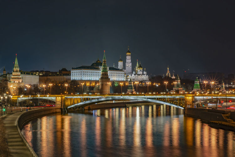 Evening landscape view of the kremlin from the patriarchal bridge.