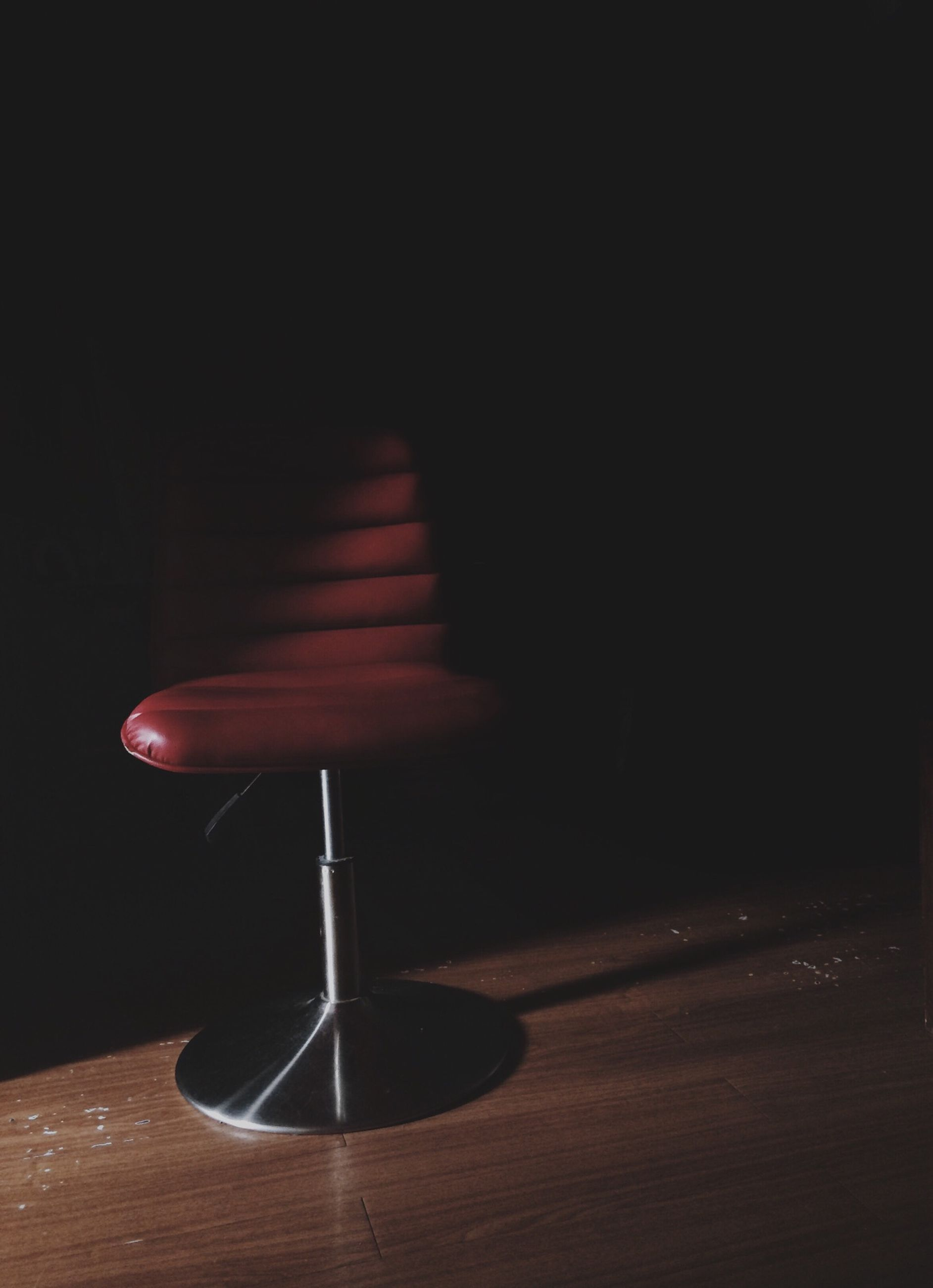 illuminated, indoors, night, lighting equipment, dark, copy space, light - natural phenomenon, electricity, table, lit, glowing, absence, empty, darkroom, electric light, wall - building feature, arts culture and entertainment, no people, still life, single object