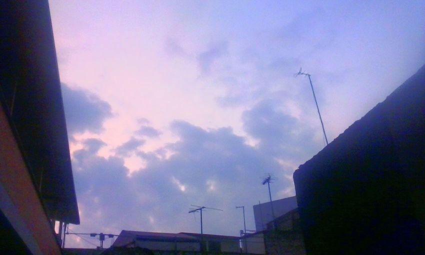 Enjoying Life Hello World Blue And Green Moments Love ♥ Natural Beauty Beutiful Place  Sunset #sun #clouds #skylovers #sky #nature #beautifulinnature #naturalbeauty #photography #landscape Sun ☀ City-sky L