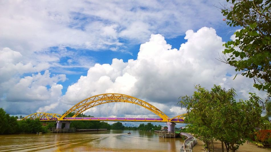 Yellow Bridge Landscape Tree Outdoors No People Cloud - Sky Sky Day Indonesian Street (Mobile) Photographie Indonesia_photography INDONESIA Freshness Riverside River Boat