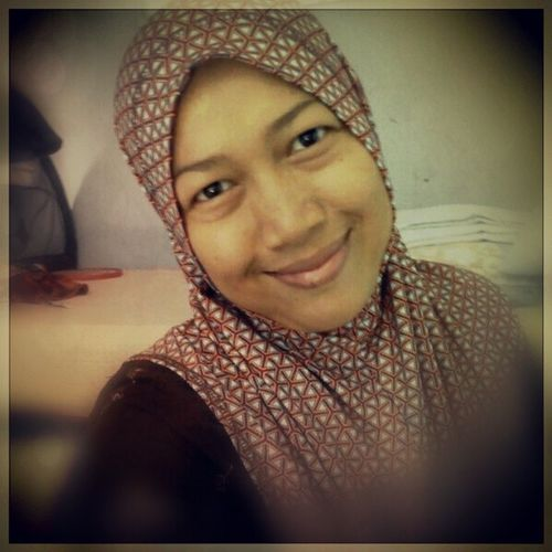 Istriku Wife Narsis Me action jilbab hijab relax santai bergaya pede instalover instaoftheday bestpicture