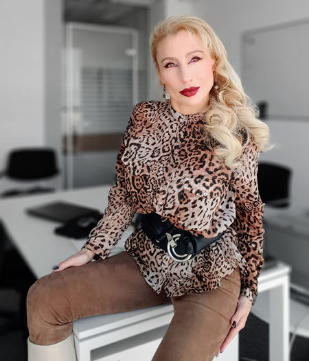 Leopard mood Indoors  Looking At Camera Women Adult Portrait Beauty Beautiful Woman Hair Real People Blond Hair Front View Lifestyles Leisure Activity Casual Clothing Hairstyle Leopard Animal Print Office Building Exterior Seductive Elegant Graceful Blonde Gorgeous Glamour