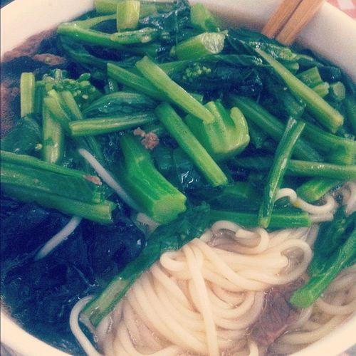 Breakfast Soasian Lifeofastudent hehehehe yay noodles for breakfast :) mom's the best tbh
