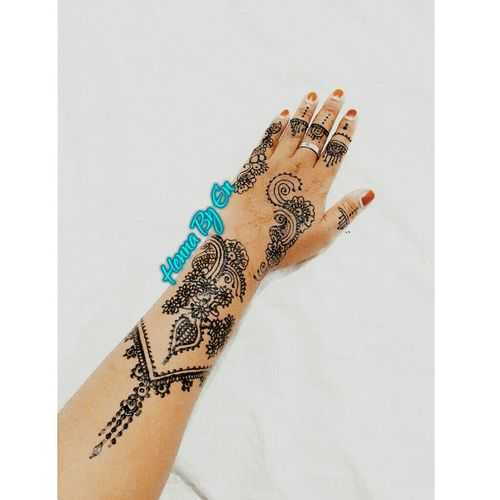 Henna by en Hennawedding Henna Tattoo Henna Henna Art Hennatime Hennahands Hennadesign Hennapengantin Hennabaubau Baubau #sulawesitenggara