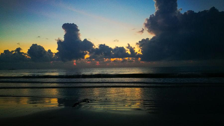Huawei P9 Beachphotography Sea And Sky Seascape Seaside Sandy Beach Sunrise_sunsets_aroundworld Kuantan Swiss Garden Hotel Sunrise_Collection Sunrise Pantai Balok Malaysia Water Sunset Silhouette Reflection Sky Landscape Low Tide