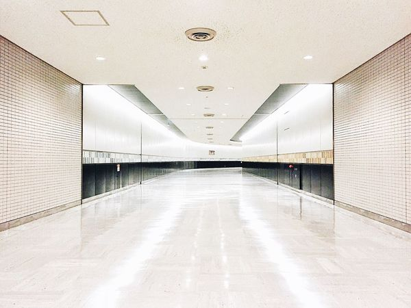 EyeEm Best Shots Architecture Landscape AMPt - Vanishing Point Vanishing Point White Road Symmetry At The Airport Precision