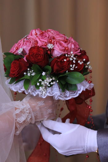 Wedding hand bouquets Flower Newlywed Bride Wedding Life Events Celebration Flowering Plant Event Bouquet Flower Arrangement Women Real People Wedding Dress Ceremony Rose - Flower Rosé Wedding Ceremony Couple - Relationship Flower Head