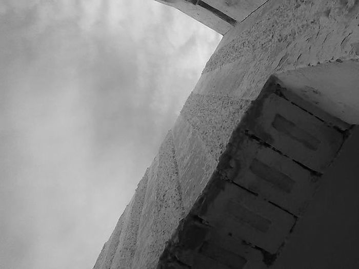 Its my path up to clouds Architecture Skyscape My Unique Style Black And White Dead Colors Clouds Dramatic Angles Rethink Things 17.62°