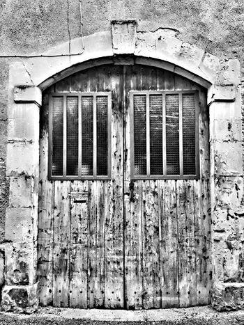Closed Architecture No People Door EyeEm EyeEmBestPics Eye4photography  France EyeEm Best Shots Street Streetphotography Streetphoto_bw Blackandwhite Bnw Bnw_collection Doors Doorporn Doors Lover