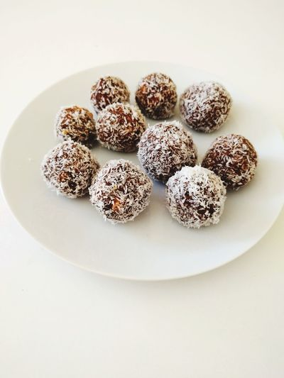 Vegan Veganrecipes VeganDessert Eggfree Dairyfree Soyfree Dates Healthyfood Sweets Candies Healthylifestyle Healthysweets Beautifulfood White Background Close-up Sweet Food Food And Drink Dessert