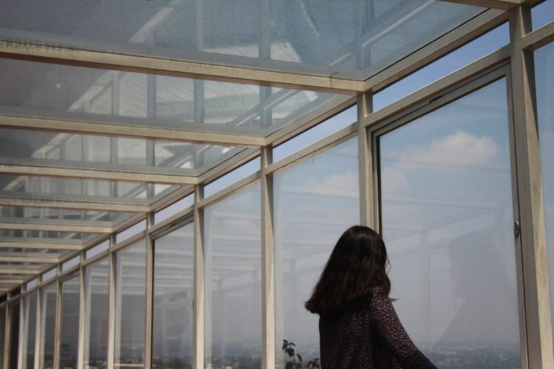 Me gustan mis autoretratos Rear View Looking Through Window Young Adult Young Women Architecture Sky Day People