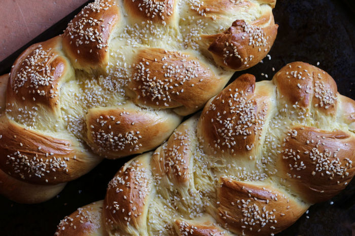 Fresh out of the oven Challah Bread Loaves Of Bread Bread Close-up Day Food Food And Drink Fresh Baked Bread Fresh From The Oven Freshness Full Frame Healthy Eating Indoors  No People Oh So Good Ready-to-eat Sesame Seeds Two Loaves