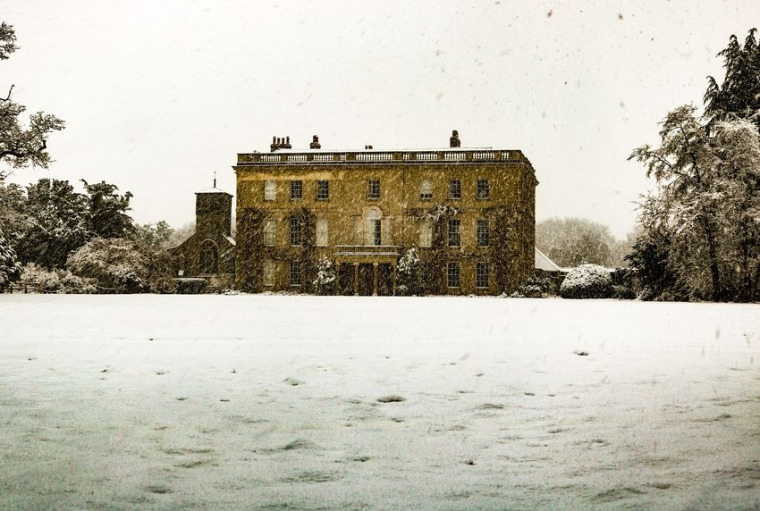 Waterperry House this morning. Snow Winter Architecture Built Structure Cold Temperature Building Exterior Weather