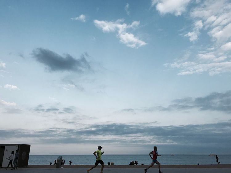 Sea Sky Beach Cloud - Sky Horizon Over Water Water Nature Scenics Real People Beauty In Nature Sand Men Tranquil Scene Tranquility Leisure Activity Lifestyles Outdoors Day Vacations Women Runners Running