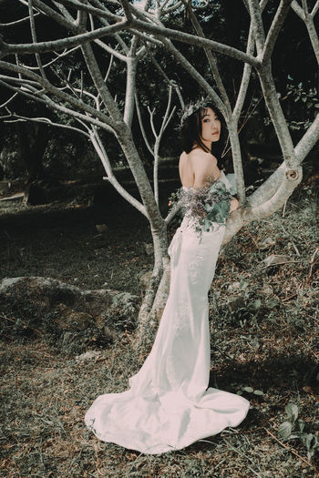 Adult Adults Only Arts Culture And Entertainment Beautiful People Beauty Branch Dress Elégance Evening Gown Fashion Fashion Model Forest Glamour Lace - Textile Nature One Person One Woman Only One Young Woman Only Only Women Outdoors People Period Costume Tree Women Young Adult
