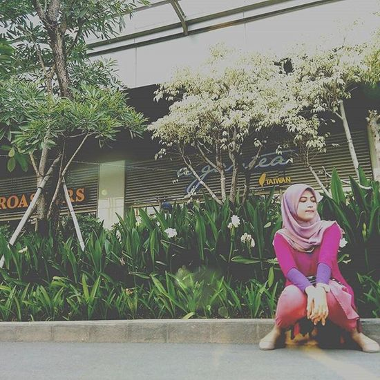 "Hei its just Lil gallery of what I shoot...before be delete from my phone....kalo kata anak sekarang ""dibuang sayang"" Sundaymorning Hijab Hijabfashion Mall trees photo photograph photogallery friends himax"