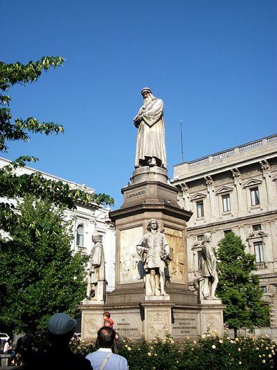 Leonardo Da Vinci Statue Sculpture Statue Italy Milano Italy Piazza Della Scala Milano Famous People