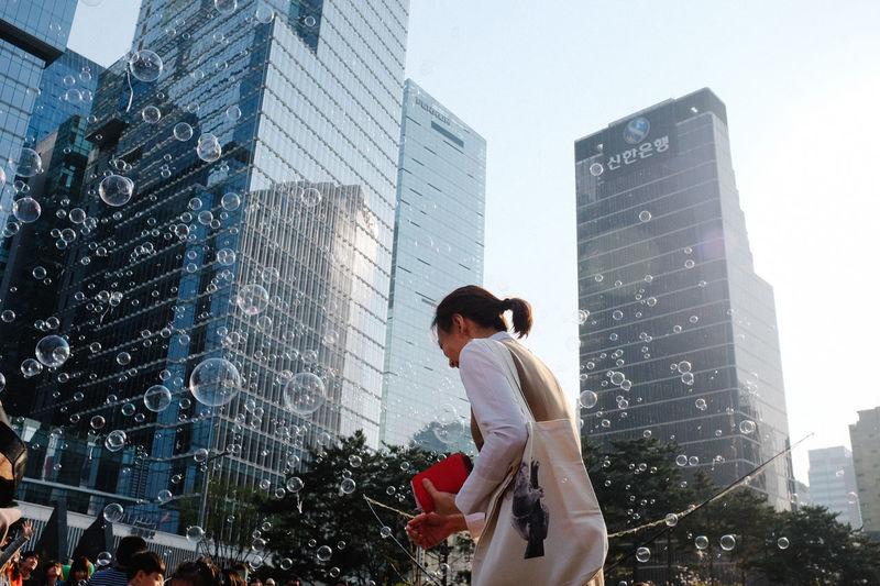 Cheonggyecheon, Seoul / 2015 Street Photography Streetphoto_color EyeEm In Seoul EyeEm Korea Bubbles Building