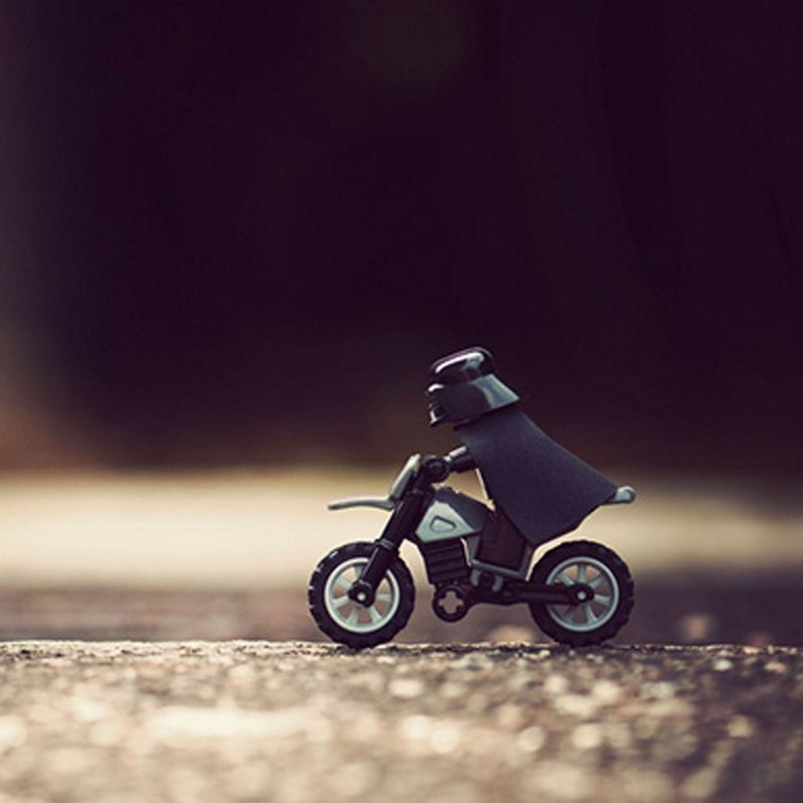 transportation, bicycle, land vehicle, mode of transport, selective focus, street, stationary, focus on foreground, surface level, road, outdoors, no people, parking, motorcycle, parked, close-up, day, wheel, car, riding