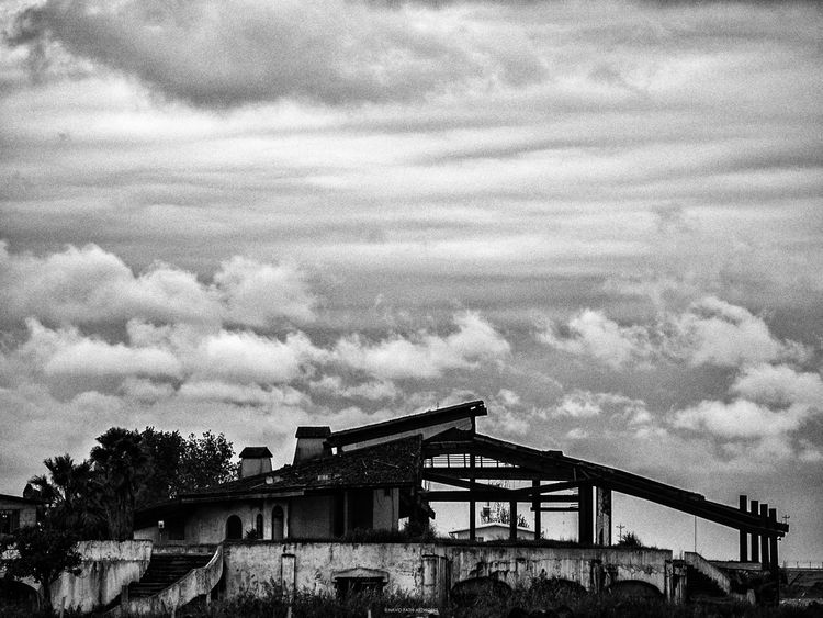 Life Blackandwhite Blackandwhite Photography Sky Clouds & Sky Wrecked Houses Home