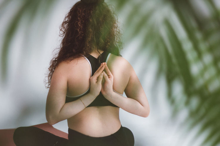Yoga Yoga Pose Yogagirl Yoga Practice Yoga ॐ Back Namaste One Person Lifestyles Hairstyle Real People Women Hair Focus On Foreground Young Women Plant Adult Young Adult Leisure Activity Day Standing Rear View Tree Curly Hair Long Hair Nature Hand Outdoors
