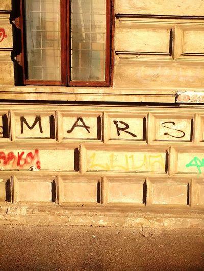 I went for a walk and I found Mars. 😎📷 Storytelling Transmedia Socialflotribute Kibou Aimiamos Bucharest Urbanphotography Urbanexploration Architecture Graffiti Wall Art Mars 🎨