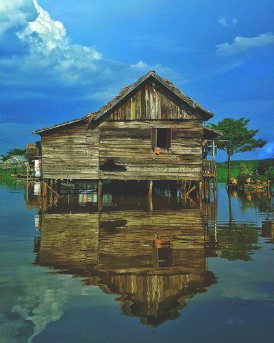 Nature Reflection Water Outdoors Beauty In Nature Landscape Landscapephotography Reflection River Naturephotography Riverside Sungaimusi Palembang Woodenhouse